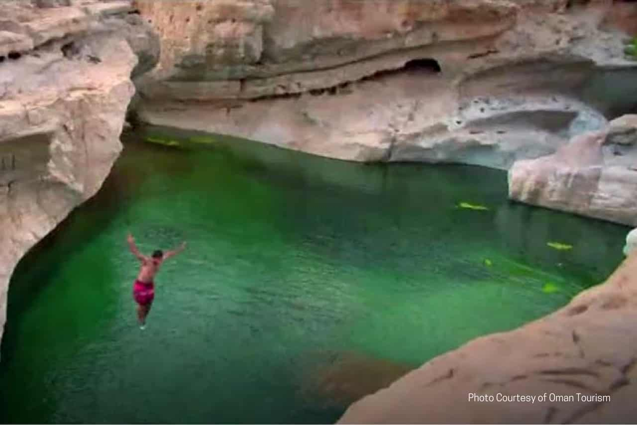 Under the Arabian sun, driving through the Oman desert, one will be pleasantly surprised by an encounter with a wadi during your Oman tour. Refresh yourself with a swim or to take a walk around.